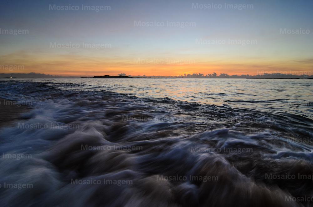 Brasil - Espirito Santo - Vila Velha - Amanhecer na Praia de Itapua - Foto: Gabriel Lordello/ Mosaico Imagem