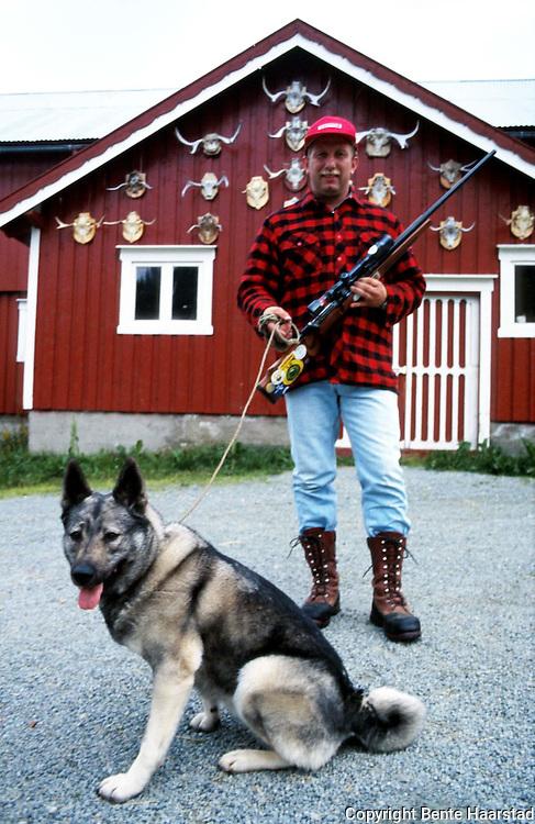 Leif Jostein Konstad, Melhus ettersøksring, S-TJFF..Topsy, født 1991, godkjent ettersøkshund