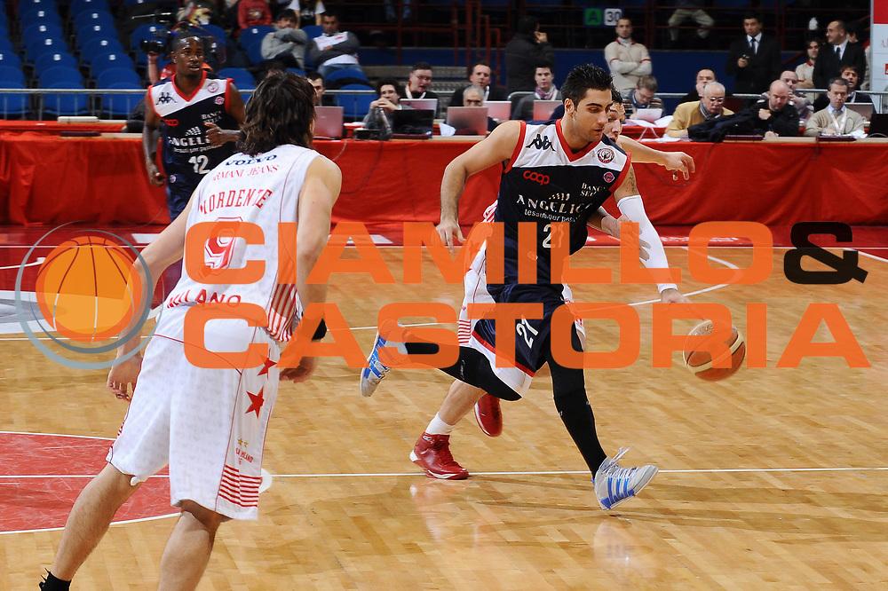 DESCRIZIONE : Milano Lega A 2009-10 Armani Jeans Milano Angelico Biella<br /> GIOCATORE : Pietro Aradori<br /> SQUADRA : Angelico Biella<br /> EVENTO : Campionato Lega A 2009-2010 <br /> GARA : Armani Jeans Milano Angelico Biella <br /> DATA : 10/01/2010<br /> CATEGORIA : Palleggio<br /> SPORT : Pallacanestro <br /> AUTORE : Agenzia Ciamillo-Castoria/A.Dealberto<br /> Galleria : Lega Basket A 2009-2010 <br /> Fotonotizia : Milano Campionato Italiano Lega A 2009-2010 Armani Jeans Milano Angelico Biella<br /> Predefinita :