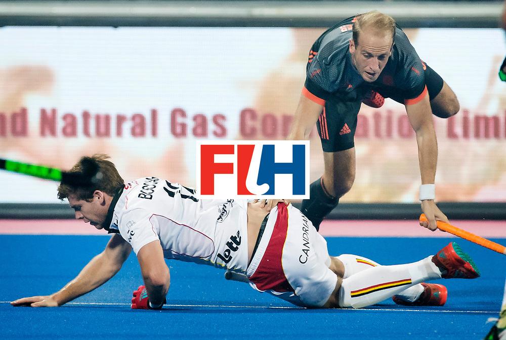 BHUBANESWAR - Billy Bakker (Ned) met Gauthier Boccard (Bel) tijdens de Hockey World League Final wedstrijd Belgie-Nederland. COPYRIGHT KOEN SUYK