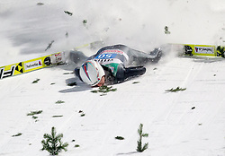 06.01.2015, Paul Ausserleitner Schanze, Bischofshofen, AUT, FIS Ski Sprung Weltcup, 63. Vierschanzentournee, Finale, im Bild Sturz von Simon Ammann (SUI) // Simon Ammann of Switzerland crashed during Final Jump of 63rd Four Hills <br /> Tournament of FIS Ski Jumping World Cup at the Paul Ausserleitner Schanze, Bischofshofen, Austria on 2015/01/06. EXPA Pictures &copy; 2015, PhotoCredit: EXPA/ JFK