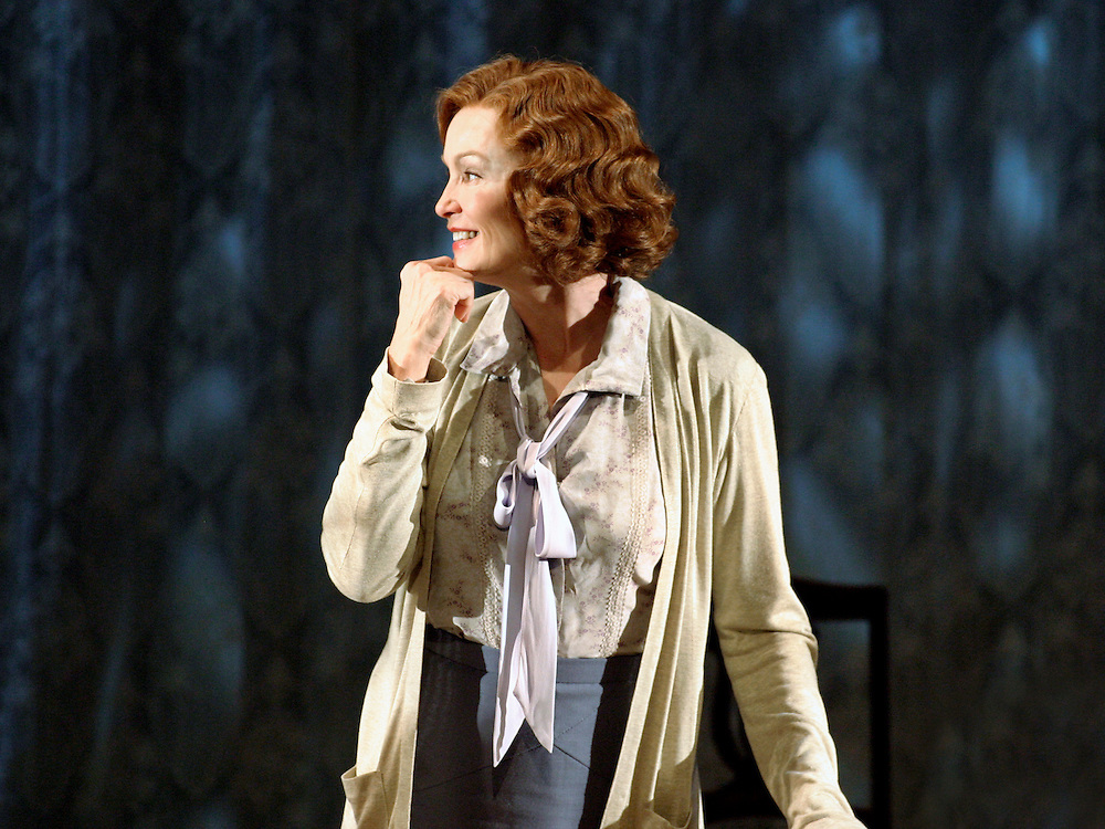 The Glass Menagerie.Directed by David Leveaux.Starring Jessica Lange, Christian Slater, .Sarah Paulson and Josh Lucas .Ethel Barrymore Theatre .Credit Photo ©Paul Kolnik.NYC.212.362.7778..