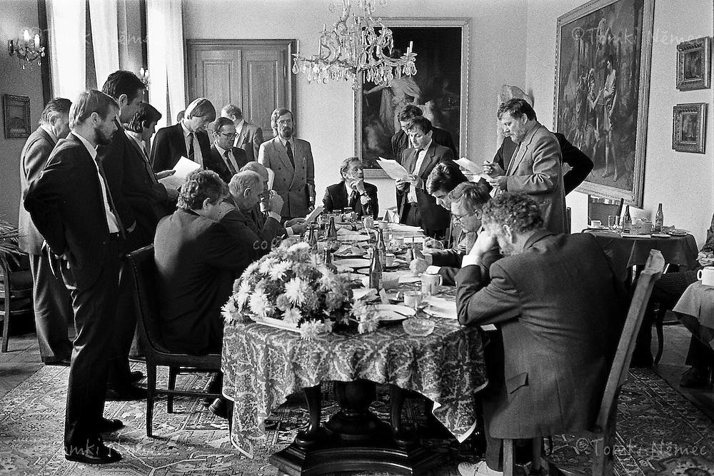 CSFR,Slavkov u Brna, 28 October 1990 - Jednani o usporadani Ceske a Slovenske republiky.