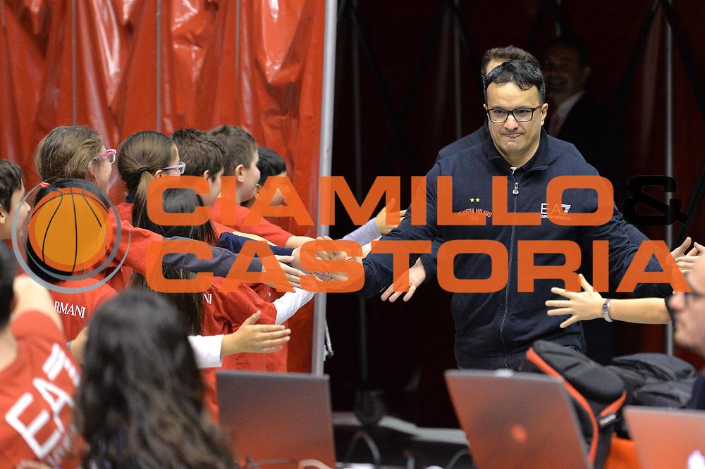 DESCRIZIONE : Milano Lega A 2014-15  EA7 Emporio Armani Milano vs Vagoli Basket Cremona<br /> GIOCATORE : Giustino Danesi<br /> CATEGORIA : PreGame ingresso in campo<br /> SQUADRA : EA7 Emporio Armani Milano<br /> EVENTO : Campionato Lega A 2014-2015<br /> GARA : EA7 Emporio Armani Milano vs Vagoli Basket Cremona<br /> DATA : 25/01/2015<br /> SPORT : Pallacanestro <br /> AUTORE : Agenzia Ciamillo-Castoria/I.Mancini<br /> Galleria : Lega Basket A 2014-2015  <br /> Fotonotizia : Cant&ugrave; Lega A 2014-2015 Pallacanestro : EA7 Emporio Armani Milano vs Vagoli Basket Cremona<br /> Predefinita :