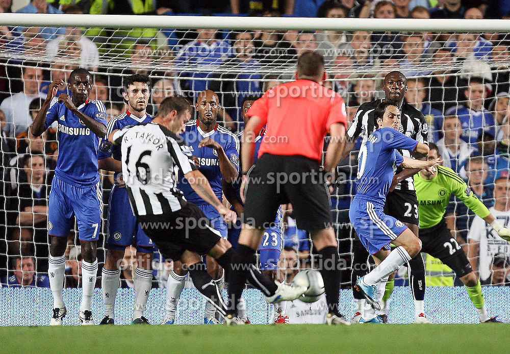 22.09.2010, Stamford Bridge, London, ENG, Carling Cup, Chelsea FC vs Newwcastle United im Bild Newcastle United's Ryan Taylor makes 2-1 for Newcastle  on a free kick and celebrates, EXPA Pictures © 2010, PhotoCredit: EXPA/ IPS/ M. Atkins *** ATTENTION *** UK AND FRANCE OUT! / SPORTIDA PHOTO AGENCY