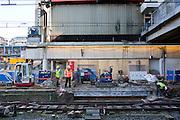 Werklui zijn bezig met het spoor op Utrecht Centraal.<br /> <br /> Constructions at the railways at Utrecht Central Station.