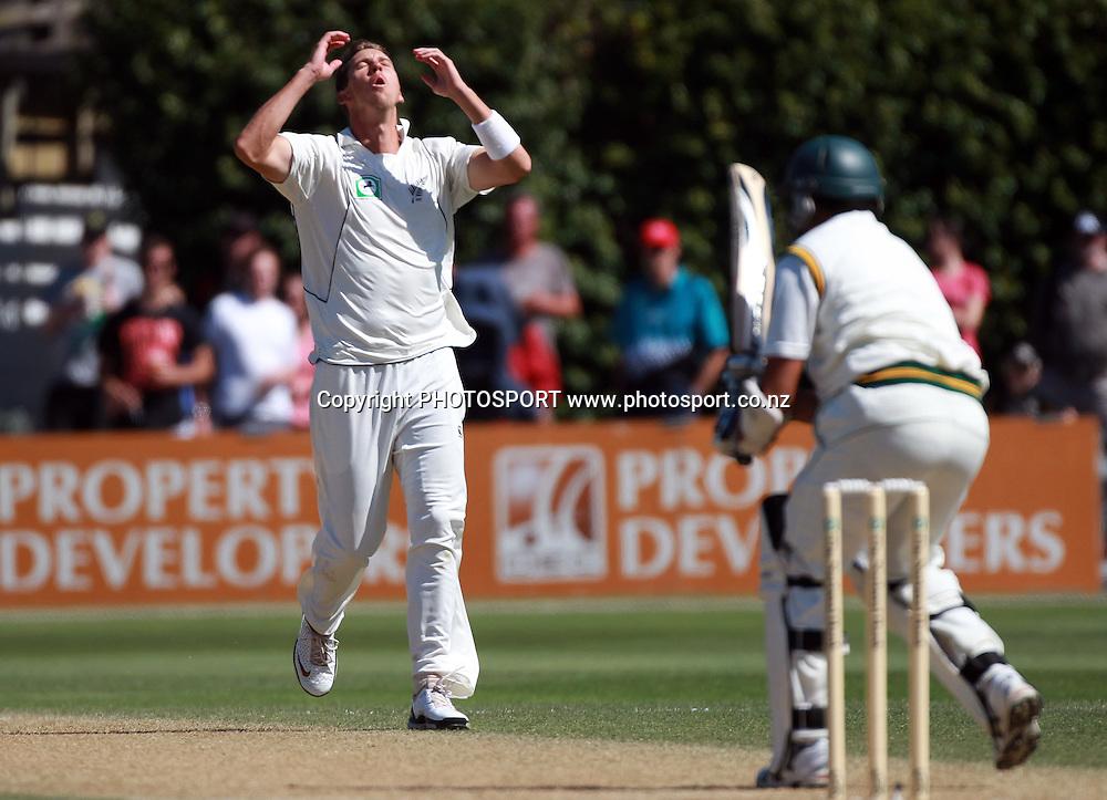 Brent Arnel shows his frustration on Day 2 of the 2nd test match.  New Zealand Black Caps v Pakistan, Test Match Cricket. Basin Reserve, Wellington, New Zealand. Sunday 16 January 2011. Photo: Andrew Cornaga/photosport.co.nz