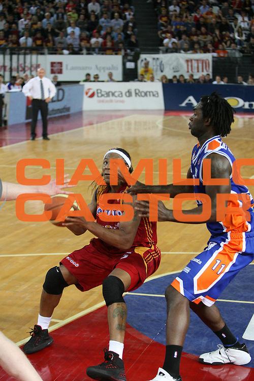 DESCRIZIONE : Roma Lega A1 2007-08 Playoff Quarti di finale Gara 3 Lottomatica Virtus Roma Tisettanta Cantu<br /> GIOCATORE : David Hawkins<br /> SQUADRA : Lottomatica Virtus Roma<br /> EVENTO : Campionato Lega A1 2007-2008 <br /> GARA : Lottomatica Virtus Roma Tisettanta Cantu<br /> DATA : 15/05/2008 <br /> CATEGORIA :<br /> SPORT : Pallacanestro <br /> AUTORE : Agenzia Ciamillo-Castoria/E.Castoria
