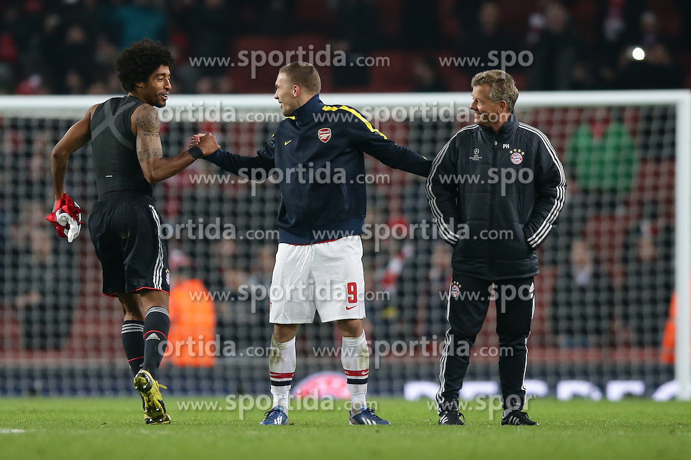 19.02.2013, Emirates Stadion, London, ENG, UEFA Champions League, FC Arsenal vs FC Bayern Muenchen, Achtelfinale Hinspiel, im Bild, Lukas PODOLSKI (FC Arsenal London - 9) liegt Peter HERMANN (Co-Trainer FC Bayern Muenchen) in den Armen - und klatsch DANTE (FC Bayern Muenchen - 4) ab // during the UEFA Champions League last sixteen first leg match between Arsenal FC and FC Bayern Munich at the Emirates Stadium, London, Great Britain on 2013/02/19. EXPA Pictures © 2013, PhotoCredit: EXPA/ Eibner/ Gerry Schmit..***** ATTENTION - OUT OF GER *****