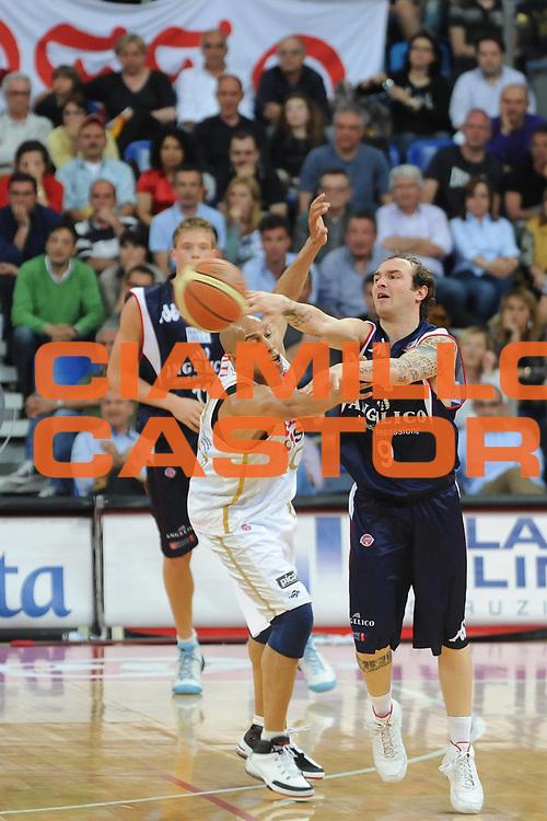 DESCRIZIONE : Pesaro Lega A 2008-09 Scavolini Spar Pesaro Angelico Biella<br /> GIOCATORE : Valerio Spinelli<br /> SQUADRA : Angelico Biella<br /> EVENTO : Campionato Lega A 2008-2009 <br /> GARA : Scavolini Spar Pesaro Angelico Biella<br /> DATA : 10/05/2009<br /> CATEGORIA : Passaggio<br /> SPORT : Pallacanestro <br /> AUTORE : Agenzia Ciamillo-Castoria/L.Toni