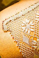 Trabalho em renda de bilro em Santo Antonio de Lisboa. Florianópolis, Santa Catarina, Brazil. / Bobbin lace work in Santo Antonio de Lisboa district. Florianopolis, Santa Catarina, Brazil.