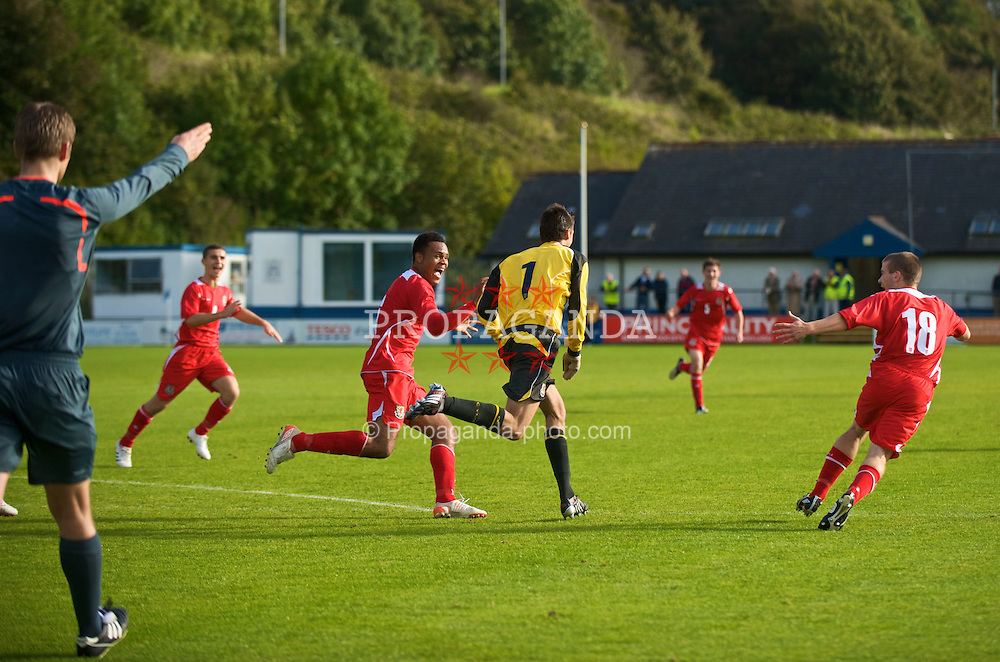 HAVERFORDWEST, WALES - Saturday, October 3, 2009: Wales' goalkeeper Jonathan Bond celebrates scoring the equalising goal late on against Russia during the UEFA Under-17 Championship Qualifying Round Group 12 match at Bridge Meadow Stadium (Pic by David Rawcliffe/Propaganda)