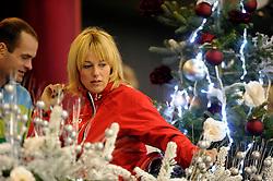 28-12-2010 SCHAATSEN: KPN NK ALLROUND EN SPRINT: HEERENVEEN<br /> In een interview met Mart Smeets heeft Marianne Timmer per direct een punt gezet achter haar schaatscarriere. Links Erben Wennermars<br /> ©2010-WWW.FOTOHOOGENDOORN.NL