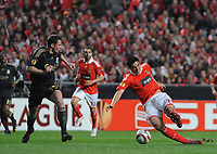 20100401: LISBON, PORTUGAL - SL Benfica vs Liverpool: Europa League 2009/2010 - Quarter-Finals - 1st leg. In picture: Cardozo (Benfica) and Jamie Carragher (Liverpool). PHOTO: Alvaro Isidoro/CITYFILES