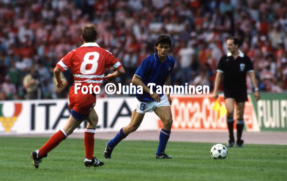 UEFA European Championship 1988<br /> 17.6.1988, M&uuml;ngersdorferstadion, Cologne, West-Germany.<br /> Italy v Denmark.<br /> Paolo Maldini (Italy) v Per Frimann (Denmark).