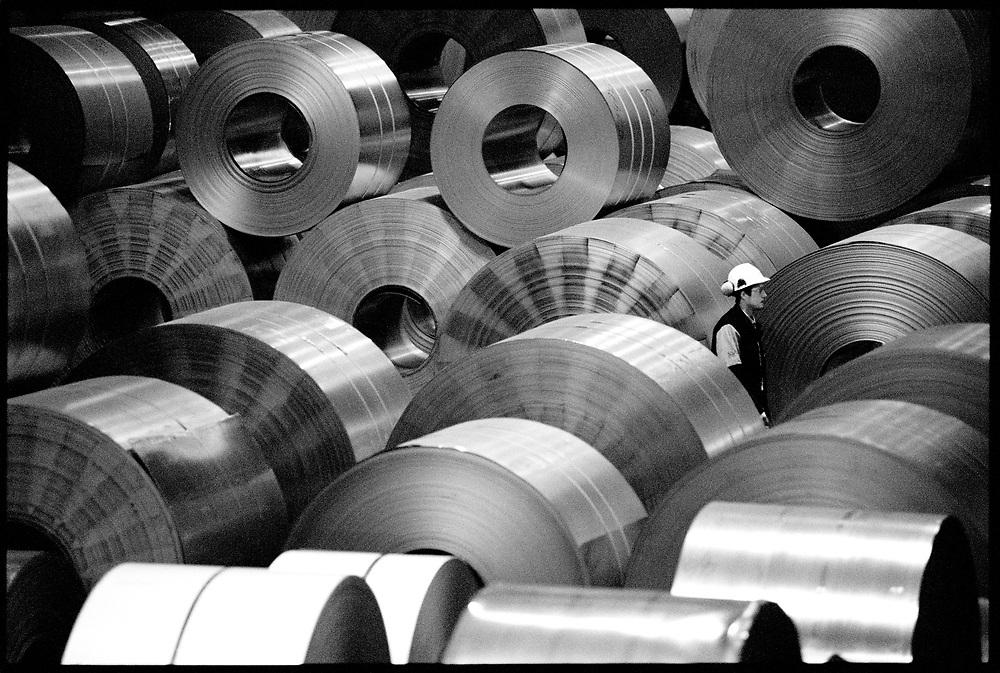 """©2003. Här finns en vilja av stål. Domnarvets Järnverk gick igenom ett """"stålbad"""" under basindustrins strukturomvandling under 1970-talet och är numera ett specialstålverk inom SSAB. Mindre dominerande än tidigare, men fortfarande mycket viktigt för staden. Foto: Markus Marcetic"""