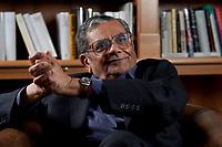 31 MAY 2010, BERLIN/GERMANY:<br /> Jagdish Natwarlal Bhagwati, indischer Oekonom und Professor fuer Politik und Wirtschaft an der Columbia University, waehrend einem Interview, Bibiothek der American Academy<br /> IMAGE: 20100531-02-066<br /> KEYWORDS: Jagdish Bhagwati, Ökonom