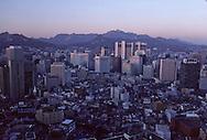 Chung~Gu~ administrative and commercial center of Seoul~ Chung gu. le centre administratif et commercial de Séoul ///    L2699  /  R00030  /  P0003303