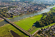 Nederland, Overijssel, Gemeente Deventer, 03-10-2010; zicht op de oostoever van de IJssel tegenoever het stadsfront. Op deze lokatie is een hoogwatergeul gepland, die begint voorbij de boogbrug (rechtsboven) en die loopt langs en/of door De Worp naar de spoorbrug (linksonder)..View on the east bank of the river IJssel with the the urban front. At this location a flood channel is planned, from the arch bridge to the railway bridge..luchtfoto (toeslag), aerial photo (additional fee required).foto/photo Siebe Swart