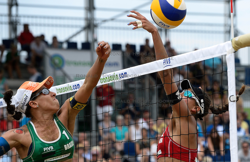 20-07-2014 NED: FIVB Grand Slam Beach Volleybal, Scheveningen<br /> Gold medal match / Fernanda Alves (1) BRA, Ilka Semmler (2) GER