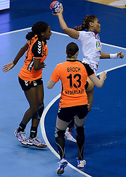 10-12-2013 HANDBAL: WERELD KAMPIOENSCHAP NEDERLAND - FRANKRIJK: BELGRADO <br /> 21st Women s Handball World Championship Belgrade, Nederland verliest met 23-19 van Frankrijk / (L-R) Ailly Luciano, Yvette Broch, Nina Kamto Njitam<br /> ©2013-WWW.FOTOHOOGENDOORN.NL