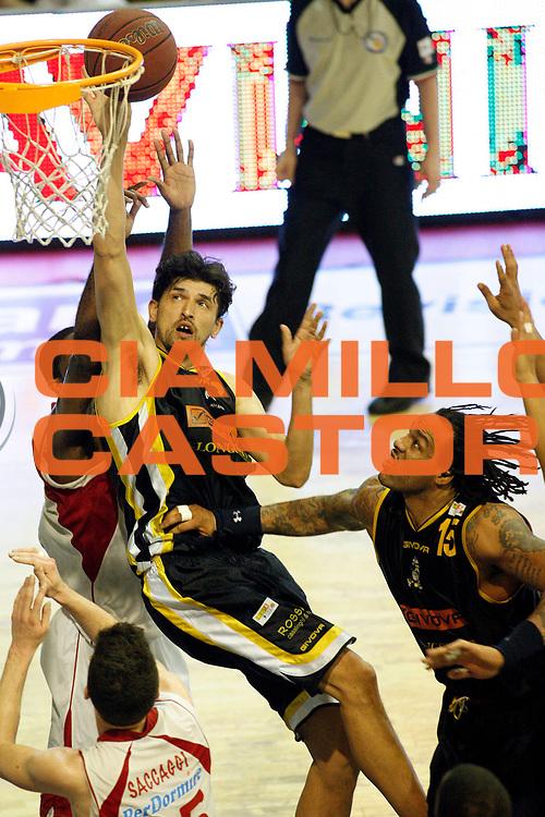 DESCRIZIONE : Pistoia Lega A2 2011-12 Playoff Semifinali Gara1 Giorgio Tesi Group Pistoia Givova Scafati<br /> GIOCATORE : Radulovic Nikola <br /> SQUADRA : Givova Scafati<br /> EVENTO : Campionato Lega A2 2011-2012<br /> GARA : Giorgio Tesi Group Pistoia Givova Scafati Playoff semifinali gara1<br /> DATA : 24/05/2012<br /> CATEGORIA : Tiro<br /> SPORT : Pallacanestro<br /> AUTORE : Agenzia Ciamillo-Castoria/Stefano D'Errico<br /> Galleria : Lega Basket A2 2011-2012 <br /> Fotonotizia : Pistoia Lega A2 2011-2012 Playoff semifinali gara1 Giorgio Tesi Group Pistoia Givova Scafati<br /> Predefinita :
