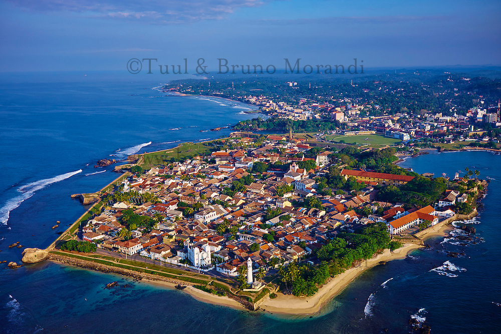 Sri Lanka, province du sud, district de Galle, Galle, Vieille ville classée patrimoine mondial de l'UNESCO, vue aerienne du fort // Sri Lanka, Southern Province, South Coast beach, Galle town, Dutch fort, UNESCO World Heritage site, aerial view
