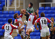 2005/06 Guinness Premiership Rugby, London Irish vs Bristol Rugby;  Olivier Magne, jumps in an attempt to collect the high ball.   Madejski Stadium, Reading, ENGLAND 24.09.2005   © Peter Spurrier/Intersport Images - email images@intersport-images..
