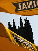 Cardinal et la cathédrale de Fribourg: La Bière Cardinal ne sera plus produite à Fribourg. Die Biermarke Cardinal war neben der Kathedrale das Wahrzeichen Freiburgs. Nun wird die Produktion eingestellt und das Bier bei Feldschlösschen in Rheinfelden  produziert. The gothic cathedral of st nicolas in Fribourg Switzerland The gothic cathedral of st nicolas in Fribourg Switzerland