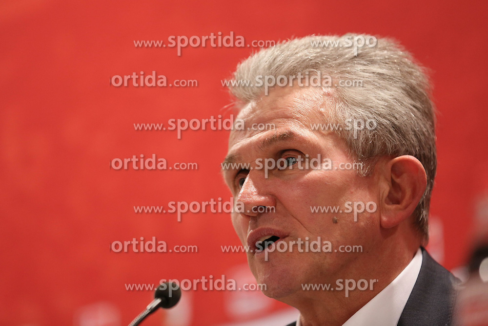 08.12.2012, SGL Arena, Augsburg, GER, 1. FBL, FC Augsburg vs FC Bayern Muenchen, 16. Runde, im Bild Jupp HEYNCKES (Trainer FC Bayern Muenchen), Pressekonferenz, Portrait // during the German Bundesliga 16th round match between FC Augsburg and FC Bayern Munich at the SGL Arena, Augsburg, Germany on 2012/12/08. EXPA Pictures © 2012, PhotoCredit: EXPA/ Eibner/ Klaus Rainer Krieger..***** ATTENTION - OUT OF GER *****