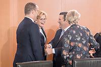 29 AUG 2018, BERLIN/GERMANY:<br /> Jens Spahn, CDU, Bundesgesundheitsminister, Julia Klöckner, CDU, Bundeslandwirtschaftsministerin, Hubertus Heil, SPD, Bundesarbeitsminister, Anja Karliczek, CDU, Bundesforschungsministerin, (v.L.n.R.), im Gespraech, vor Beginn der Kabinettsitzung, Bundeskanzleramt<br /> IMAGE: 20180829-01-023<br /> KEYWORDS: Kabinett, Sitzung, Gespräch