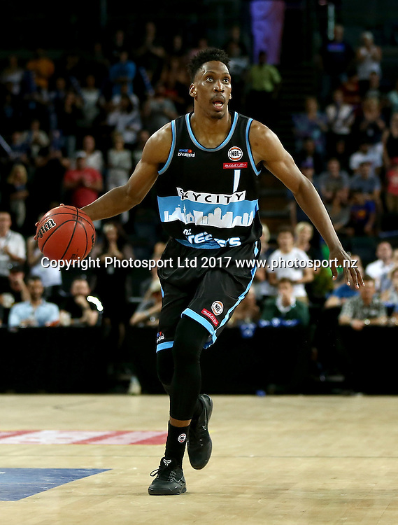 Breakers` Paul Carter in an ANBL Basketball Match, New Zealand Breakers v Sydney Kings, Vector Arena, Auckland, New Zealand, Friday, January 13, 2017. Copyright photo: David Rowland / www.photosport.nz