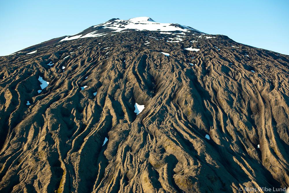 Snæfellsjökull séð að sunnan, Snæfellsbær. - -.Þetta er yngsta hraunið - talið hafa runnið fyrir 1750 árum. Hraunstraumurinn er á köflum allt að 50 metrar þykkur og er talin vera 1750 ára gömul / .Snaefellsjokull viewing from south, Snaefellsbaer..These lavastreams are the youngest ones coming from the crater of Snaefellsjokull some 1750 years ago. The streems are up to 50 meter thick!