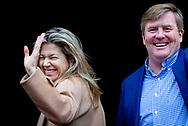 AMSTERDAM - Koning Willem-Alexander en koningin Maxima komen aan bij het Koninklijk Paleis waar zij een nieuwjaarsontvangst houden voor genodigden. ANP ROYAL IMAGES ROBIN UTRECHT