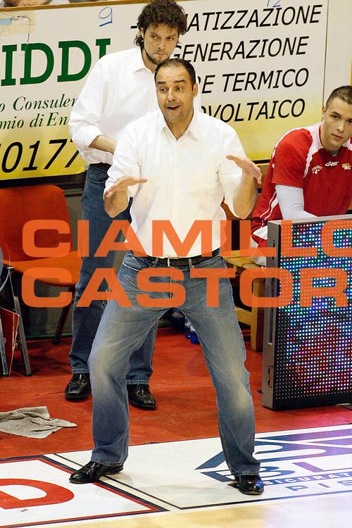 DESCRIZIONE : Pistoia Lega A2 2011-12 Playoff Quarti di finale Gara2 Giorgio Tesi Group Pistoia Prima Veroli<br /> GIOCATORE : Coach Moretti Paolo<br /> SQUADRA : Giorgio Tesi Group Pistoia<br /> EVENTO : Campionato Lega A2 2011-2012<br /> GARA : Giorgio Tesi Group Pistoia Prima Veroli Playoff quarti di finale gara1<br /> DATA : 12/05/2012<br /> CATEGORIA : <br /> SPORT : Pallacanestro<br /> AUTORE : Agenzia Ciamillo-Castoria/Stefano D'Errico<br /> Galleria : Lega Basket A2 2011-2012 <br /> Fotonotizia : Pistoia Lega A2 2011-2012 Playoff quarti di finale gara2 Giorgio Tesi Group Pistoia Prima Veroli<br /> Predefinita :