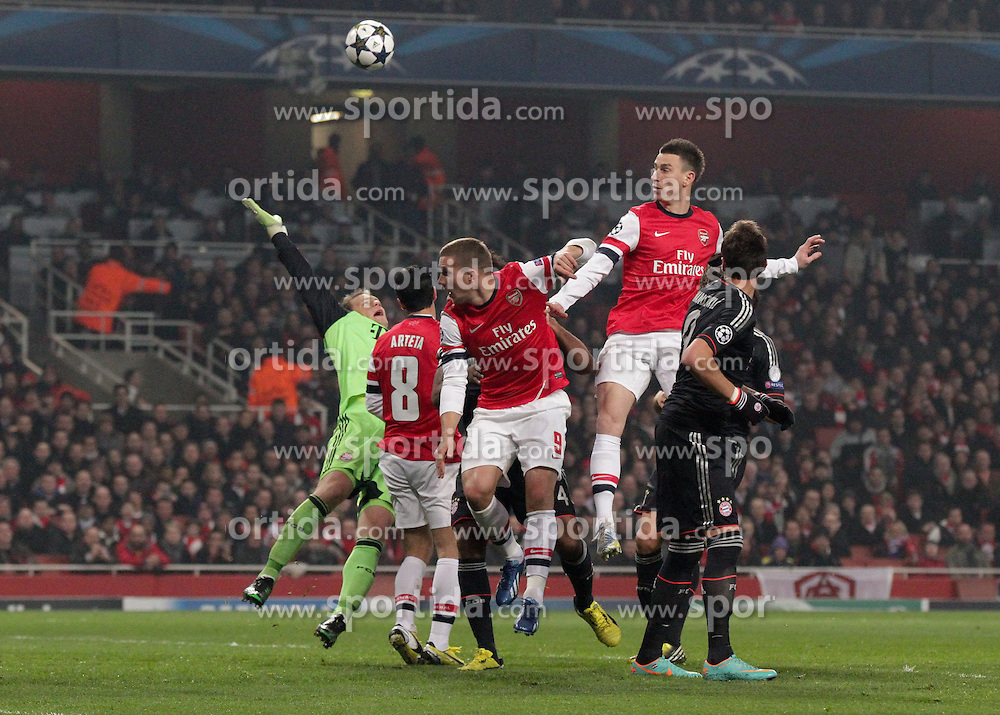 19.02.2013, Emirates Stadion, London, ENG, UEFA Champions League, FC Arsenal vs FC Bayern Muenchen, Achtelfinale Hinspiel, im Bild Torwart Manuel NEUER (FC Bayern Muenchen - 1), Mikel ARTETA (FC Arsenal London - 8), Lukas PODOLSKI (FC Arsenal London - 9), Laurent KOSCIELNY (FC Arsenal London - 6) nach einer Ecke // during the UEFA Champions League last sixteen first leg match between Arsenal FC and FC Bayern Munich at the Emirates Stadium, London, Great Britain on 2013/02/19. EXPA Pictures © 2013, PhotoCredit: EXPA/ Eibner/ Ben Majerus..***** ATTENTION - OUT OF GER *****