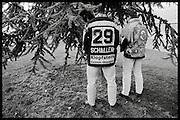 The Russian Years, les années glorieureuses du HC Fribourg Gottéron. Le HC FRibourg Gottéron, un petit club régional de hockey sur glace, vecut plusieures saisons spectaculaires avec l'arrivée de Slava Bykov et Andrei Chomutov, les meilleures joueurs de hockey du monde russes- et les premiers à pouvoir quitter l'union soviétique pour évoluer à l'étranger. Sept fois champions du monde avec l'équipe nationale soviétique et le club de ZSKA Moscow, leur arrivée en Suisse présagait la chute du rideau de fer.  © Romano P. Riedo