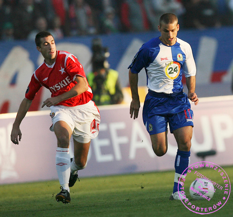 KRAKOW 19/10/2006..UEFA CUP GROUP E..SEASON 2006/2007 ..WISLA KRAKOW _ BLACKBURN ROVERS..NIKOLA MIJAILOVIC OF WISLA AND DAVID BENTLEY OF BLACKBURN..FOT. PIOTR HAWALEJ /WROFOTO