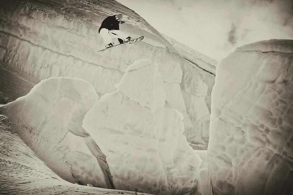 Snowboarder between Seracs