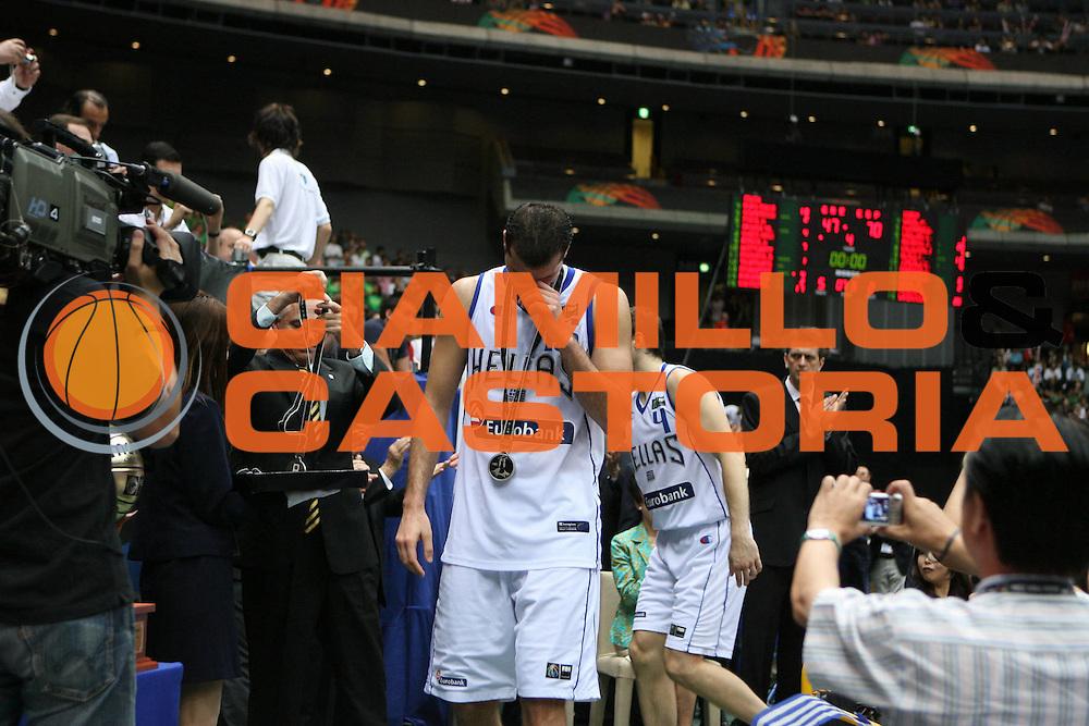DESCRIZIONE : Saitama Giappone Japan Men World Championship 2006 Campionati Mondiali Final Greece-Spain <br /> GIOCATORE : Kakiouzis <br /> SQUADRA : Greece Grecia <br /> EVENTO : Saitama Giappone Japan Men World Championship 2006 Campionato Mondiale Final Greece-Spain <br /> GARA : Greece Spain Grecia Spagna <br /> DATA : 03/09/2006 <br /> CATEGORIA : Delusione Premiazione <br /> SPORT : Pallacanestro <br /> AUTORE : Agenzia Ciamillo-Castoria/E.Castoria <br /> Galleria : Japan World Championship 2006<br /> Fotonotizia : Saitama Giappone Japan Men World Championship 2006 Campionati Mondiali Final Greece-Spain <br /> Predefinita :