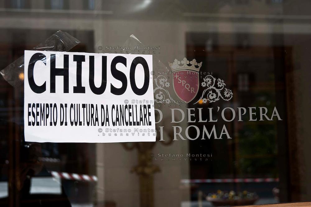 Roma 22 febbraio 2011.Protesta dei Centri sociali  in  Action contro i tagli alla cultura della giunta Alemanno e la possibile chiusura del teatro dell'Opera