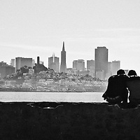 Two lovers looking out at San Francisco from Alcatraz