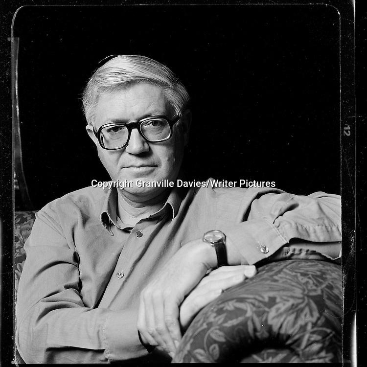 Peter Porter Australian born writer and poet.  Undated Photo.<br /><br />Granville Davies/Writer Pictures<br />contact: +(0)20 8241 0039<br />info@writerpictures.com<br />www.writerpictures.com