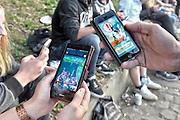 Nederland, the Netherlands, Nijmegen, 21-7-2016Pokemon go spelers bij het Valkhof Door het grote aantal spelers online zijn de servers soms erg traag of vallen ze even uit .Foto: Flip Franssen