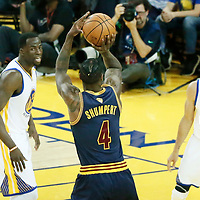 01 June 2017: Cleveland Cavaliers guard Iman Shumpert (4) takes a jump shot during the Golden State Warriors 113-90 victory over the Cleveland Cavaliers, in game 1 of the 2017 NBA Finals, at the Oracle Arena, Oakland, California, USA.