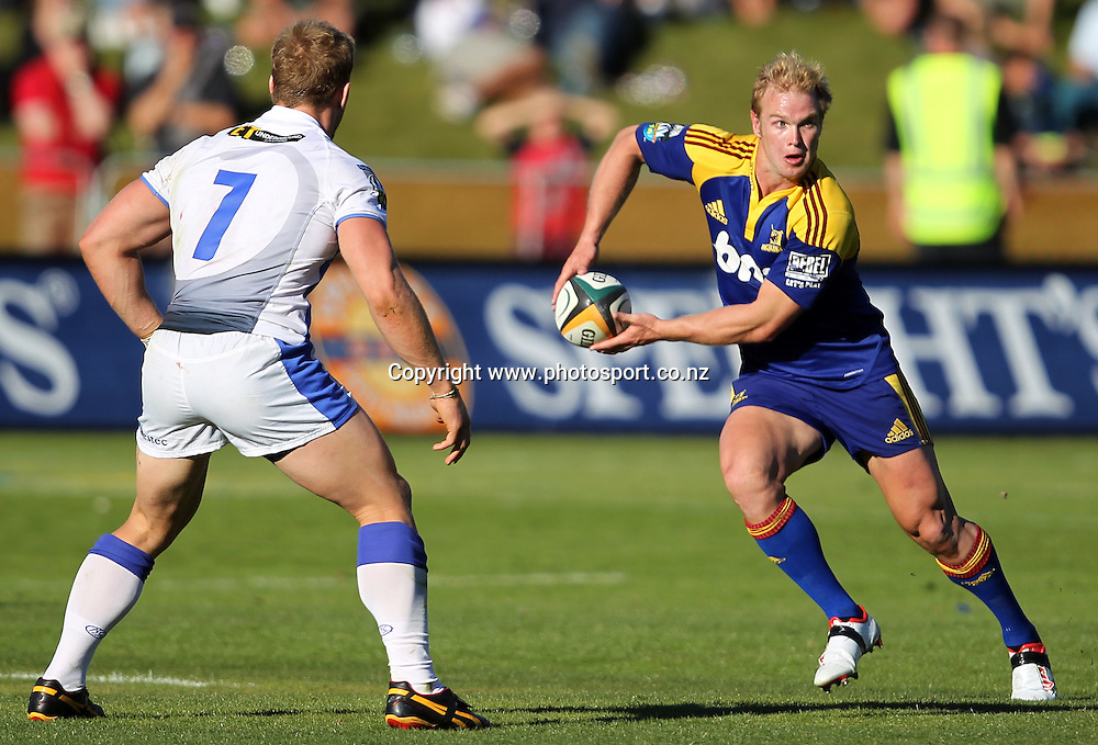 Jason Shoemark looks to pass.<br /> Super 14 - Highlanders v Western Force, 10 April 2010, Queenstown Events Centre, Queenstown, New Zealand.<br /> Photo: Rob Jefferies/PHOTOSPORT