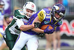 17.05.2015, Hohe Warte, Wien, AUT, BIG6, AFC Vienna Vikings vs Schwaebisch Hall Unicorns, im Bild Christian Koeppe (Schwaebisch Hall Unicorns, #21) und Dominik Bundschuh (AFC Vienna Vikings, WR/QB, #3) // during the BIG6 game between AFC Vienna Vikings vs Schwaebisch Hall Unicorns at the Hohe Warte, Wien, Austria on 2015/05/17. EXPA Pictures © 2015, PhotoCredit: EXPA/ Thomas Haumer