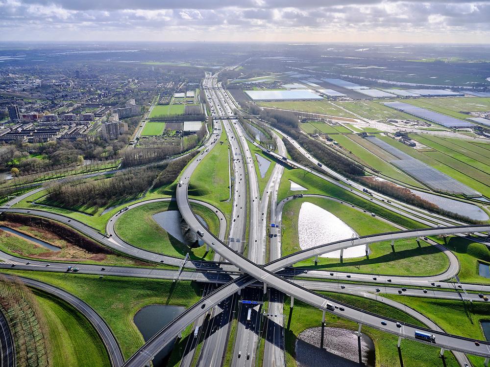 Nederland, Zuid-Holland, Gemeente Ridderkerk, 25-02-2020; Knooppunt Ridderkerk, verkeersknooppunt A15 en A16, bijgenaamd 'Ridderster'. Foto in ZZO-richting (naar Breda). Klaverblad met opritten, afritten en fly-overs. De waterpartijen zijn kunstmatige aangelegd en zorgen voor bluswater ingeval van calamiteiten.<br /> Ridderkerk junction, junction A15 / A16, nicknamed 'Ridder star'. Cloverleaf type junction, with ramps, exit ramps and flyovers. The ponds are man-made, the water can be used for firefighting in case of emergencies.<br /> luchtfoto (toeslag op standard tarieven);<br /> aerial photo (additional fee required)<br /> copyright © 2020 foto/photo Siebe Swart