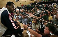 20040813 Olympics Athens 2004 Basketball pressemøde med Lebron James