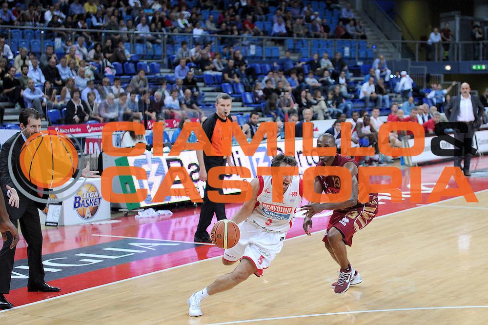 DESCRIZIONE : Pesaro Lega A 2012-13 Scavolini Banca Marche Pesaro Umana Venezia<br /> GIOCATORE : Daniele Cavaliero<br /> CATEGORIA : palleggio penetrazione<br /> SQUADRA : Scavolini Banca Marche Pesaro<br /> EVENTO : Campionato Lega A 2012-2013 <br /> GARA : Scavolini Banca Marche Pesaro Umana Venezia<br /> DATA : 13/10/2012<br /> SPORT : Pallacanestro <br /> AUTORE : Agenzia Ciamillo-Castoria/C.De Massis<br /> Galleria : Lega Basket A 2012-2013  <br /> Fotonotizia : Pesaro Lega A 2012-13 Scavolini Banca Marche Pesaro Umana Venezia<br /> Predefinita :